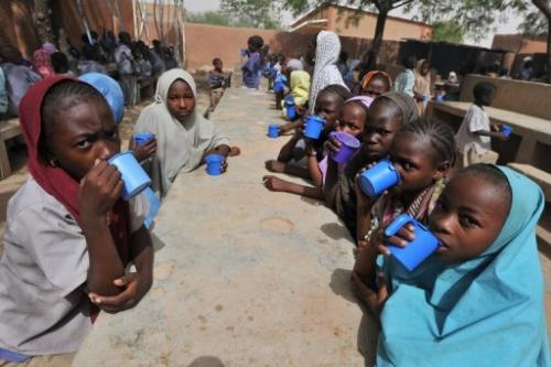 Girls share a meal at the Friendship Primary school in Zinder on June 1, 2012