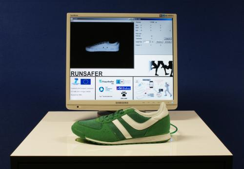 High-tech athletic shoe for pure running pleasure