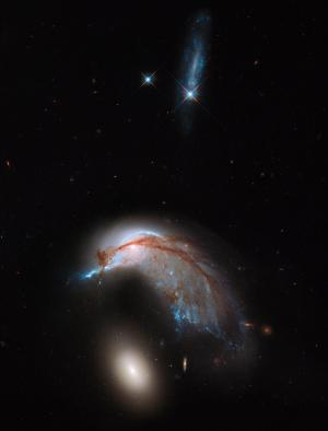 Hubble spots galaxies in close encounter