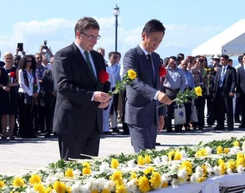Japanese Environment Minister Nobuteru Ishihara (R) and Achim Steiner (L), United Nations Environment Programme (UNEP) Executive