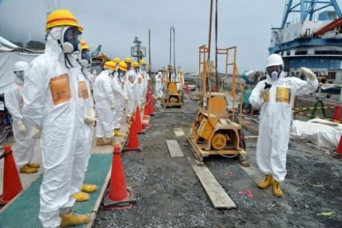 Japanese nuclear experts inspect the Fukushima Dai-ichi plant in Okuma, on August 6, 2013