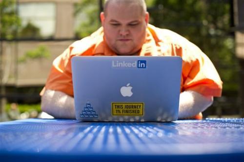 LinkedIn's 2Q earnings, revenue top Street views