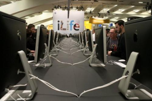 MacWorld attendees look at a display of iMac computers on January 6, 2009 in San Francisco, California