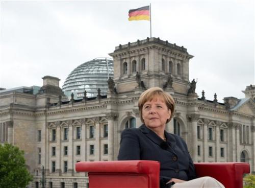Merkel urges stronger Europe, global data rules