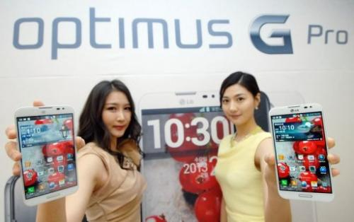 Models are pictured holding the Optimus G Pro smartphone during a press conference in Seoul on February 18, 2013
