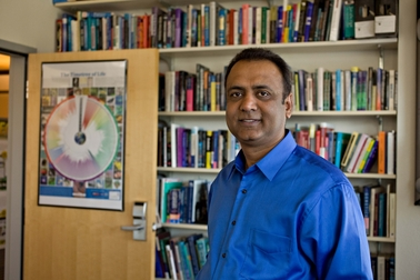 Professor uses evolution, informatics to uncover secrets of the genome