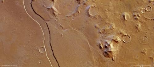 Reull Vallis: A river ran through it
