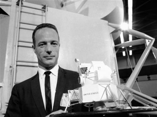 Scott Carpenter, 2nd US astronaut in orbit, dies