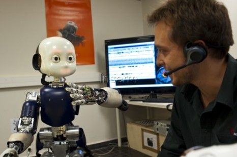 'Simplified' brain lets the iCub robot learn language (w/ Video)