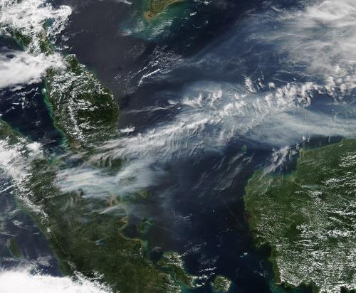 Smoke engulfs Singapore