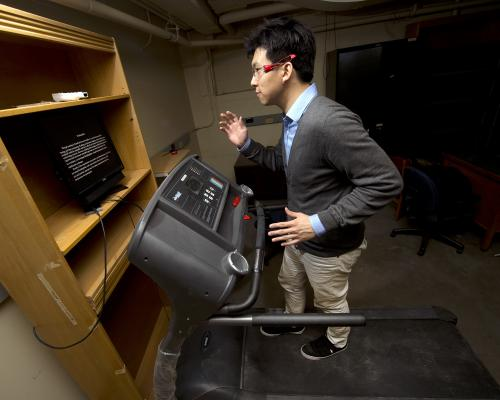 System allows multitasking runners to read on a treadmill