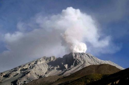 The Ubinas volcano in Moquegua, some 1000 km south of Lima, on April 20, 2006