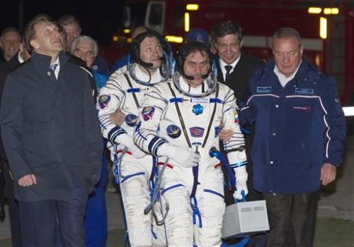 US-Russian crew blasts off for space station
