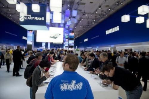 Visitors try out Samsung's Galaxy Note II tablet at the IFA trade fair in Berlin on August 31, 2012