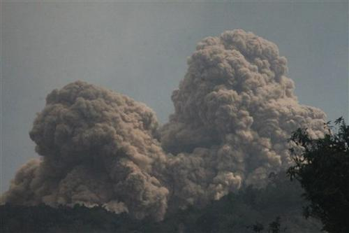 Volcano spews more hot ash, lava in east Indonesia