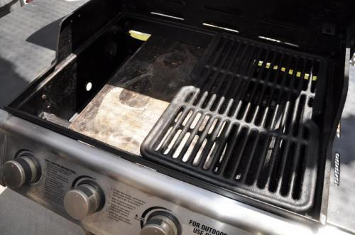 Catching grease to cut grill pollution