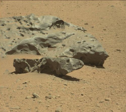 Curiosity spots a heavy metal meteorite