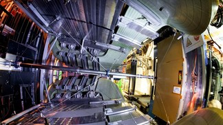 First-time observation of photon polarization emitted in the weak decay of a bottom quark