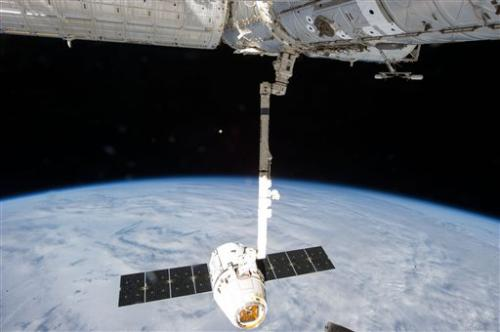 Space station launch Monday despite dead computer