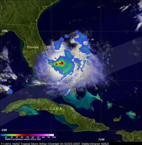 NASA's TRMM satellite spots heavy rainfall around Tropical Storm Arthur's center