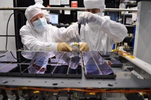Gaia Space Telescope team battles 'stray light' problems at start of mission