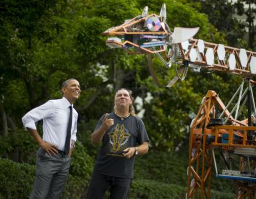Obama, inventors check out electric giraffe (Update)