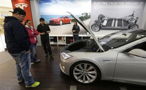 Ohio auto dealers fight Tesla over sales model