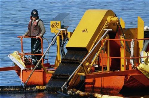 Exxon Valdez Runs Aground in 1989
