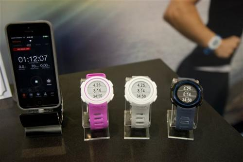 Few 'wearables' balance fashion and function