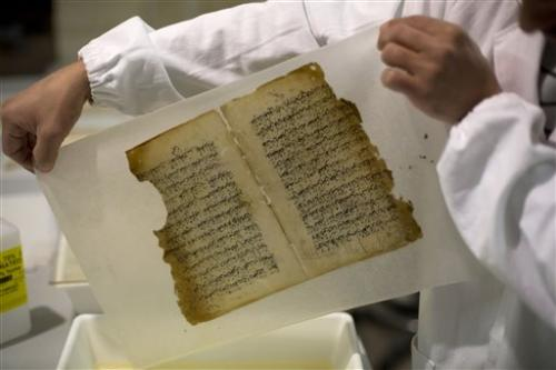 Old manuscripts get face-lift at Jerusalem mosque