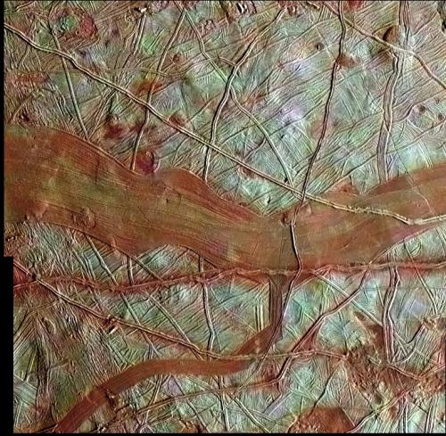A new image of Europa emerges