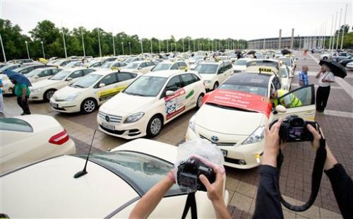 Berlin taxi drivers hail city's Uber ban