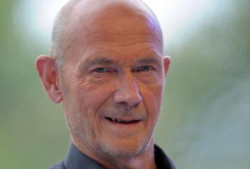 Former World Trade Organization chief Pascal Lamy's report on the changing face of the media says the 700 Mhz spectrum should be