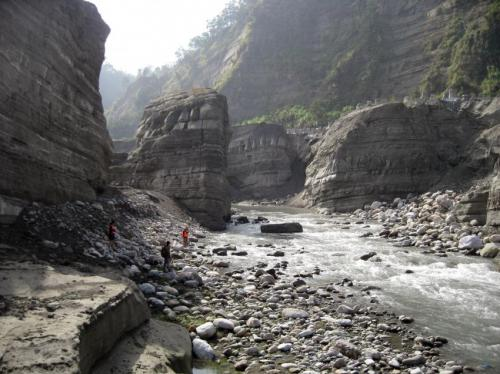 Gorges are eradicated by downstream sweep erosion