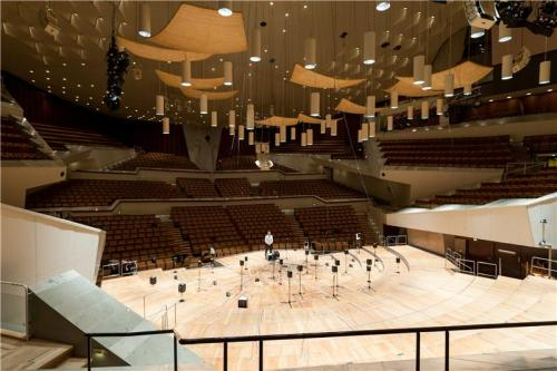 Greater music dynamics in shoebox-shaped concert halls