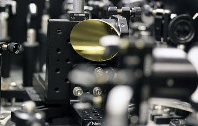 Highly efficient broadband terahertz radiation from metamaterials