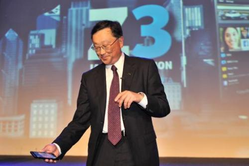 John Chen (R), Chief Executive Officer BlackBerry, holds the newly launched BlackBerry Z3 smartphone in Jakarta on May 13, 2014