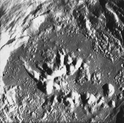 Messy peaks of Zucchius