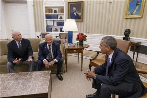 Obama commemorates moon landing's 45th anniversary