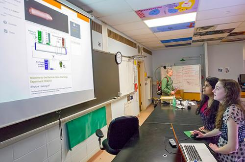 Physics lab allows high school students to experiment with plasma online