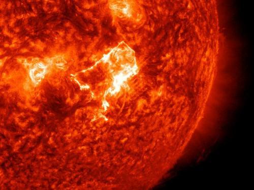 Sun emits a mid-level solar flare