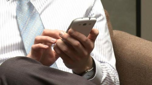 Taking a short smartphone break improves employee well-being, research finds