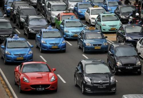 The congested Indonesian capital is threatening to shut down controversial smartphone car-hailing service Uber due to licensing