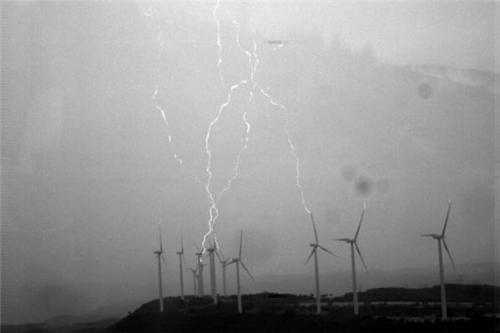 The relationship between the movement of wind turbines and the generation of lightning
