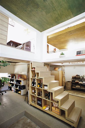 Book explores innovations of modern japanese home design for Modern house japanese design