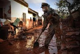 Scientists say heavy metal in sludge not dangerous (AP)