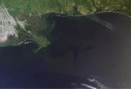 Oil spill in the Gulf of Mexico nears the coast