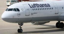 A Lufthansa Airbus A321-100 passenger jet