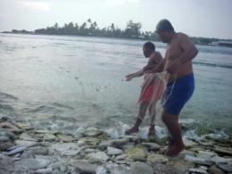 A tale of two atolls: Researchers study the impact of fishing on remote coral reefs