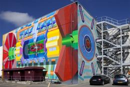 ATLAS collaboration unveils giant mural at CERN